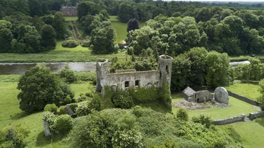 Dunmoe Castle Ruins - Photo by Koosdejong