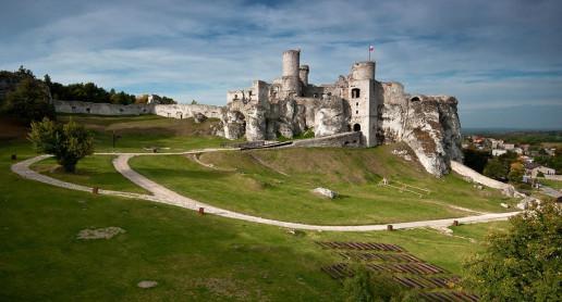 Ogrodzieniec Castle - Photo by Łukasz Śmigasiewicz