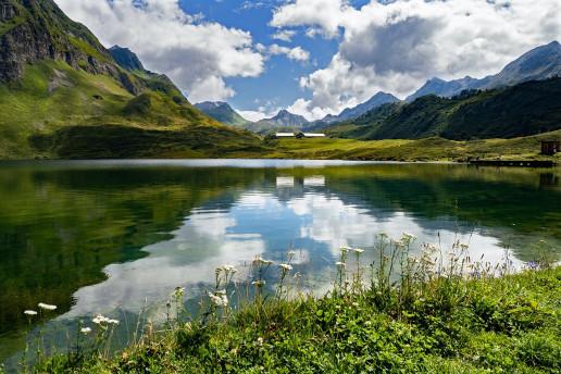 Lago di Tom by Dorothea OLDANI