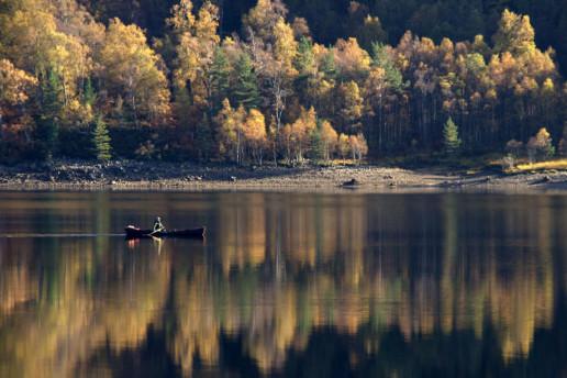 Loch Beinn a' Mheadhoin by Mike Pennington